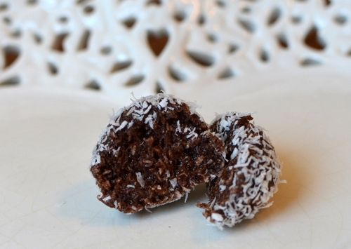 Kokos og sjokoladekake-proteinkuler (Bakekona)