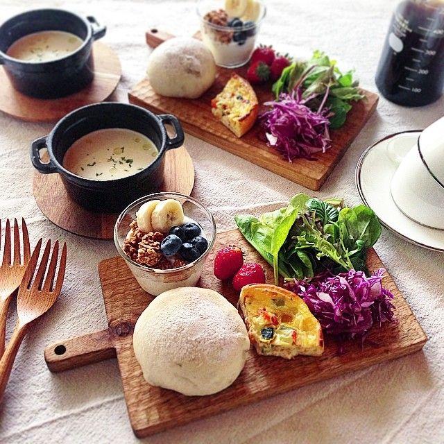 keirei03242016.2.9 今日の朝ごはん。 ・ ・ 昨夜焼いたクルミパンとパン屋さんのキッシュ◎ ・ ・