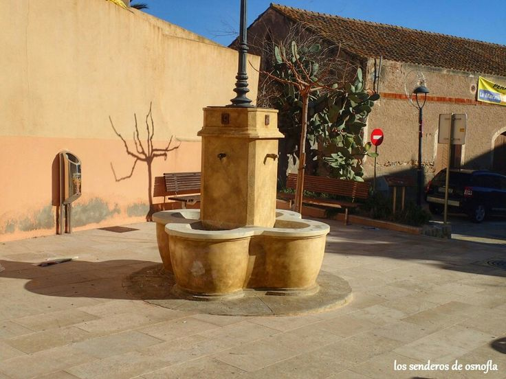 Fuente en la Plaza de la Iglesia de Perafort, Tarragona