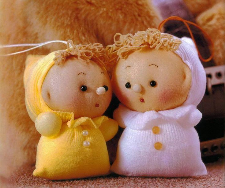 Cute and easy sock doll babies and teddy bears, instructions have photos, text is Japanese