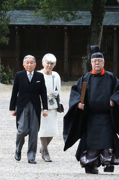 L'empereur Akihito et l'impératrice Michiko du Japon à Kashihara, le 3 avril 2016