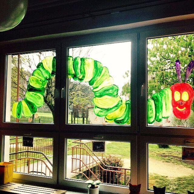 """Fenstergestaltung zum Projekt """"Raupe Nimmersatt"""""""