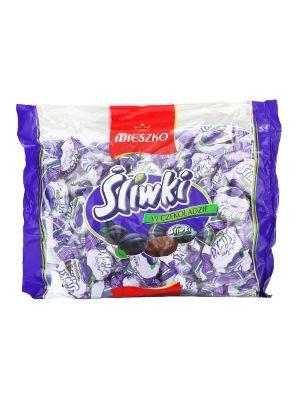 Prawdziwa i soczysta śliwka bez pestki oblana czekoladą, zapakowana w oryginalne pudełko. Cukierki przeznaczone są dla miłośników śliwek w czekoladzie którzy cenią sobie wysoką jakość śliwki oraz jej bogaty oryginalny smak.