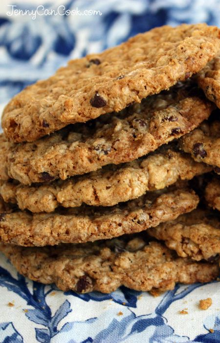 My Everyday Cookies recipe from Jenny Jones (JennyCanCook.com) - Crispy crunchy goodness. 100% whole grain, made with whole wheat flour, oats and olive oil (no butter). #cookies #cookiesnobutter #jennyjones