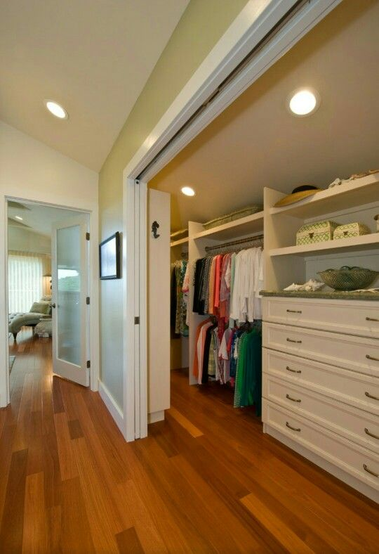 Begehbarer kleiderschrank dachschräge selber bauen  Die besten 25+ Versteckter schrank Ideen auf Pinterest ...