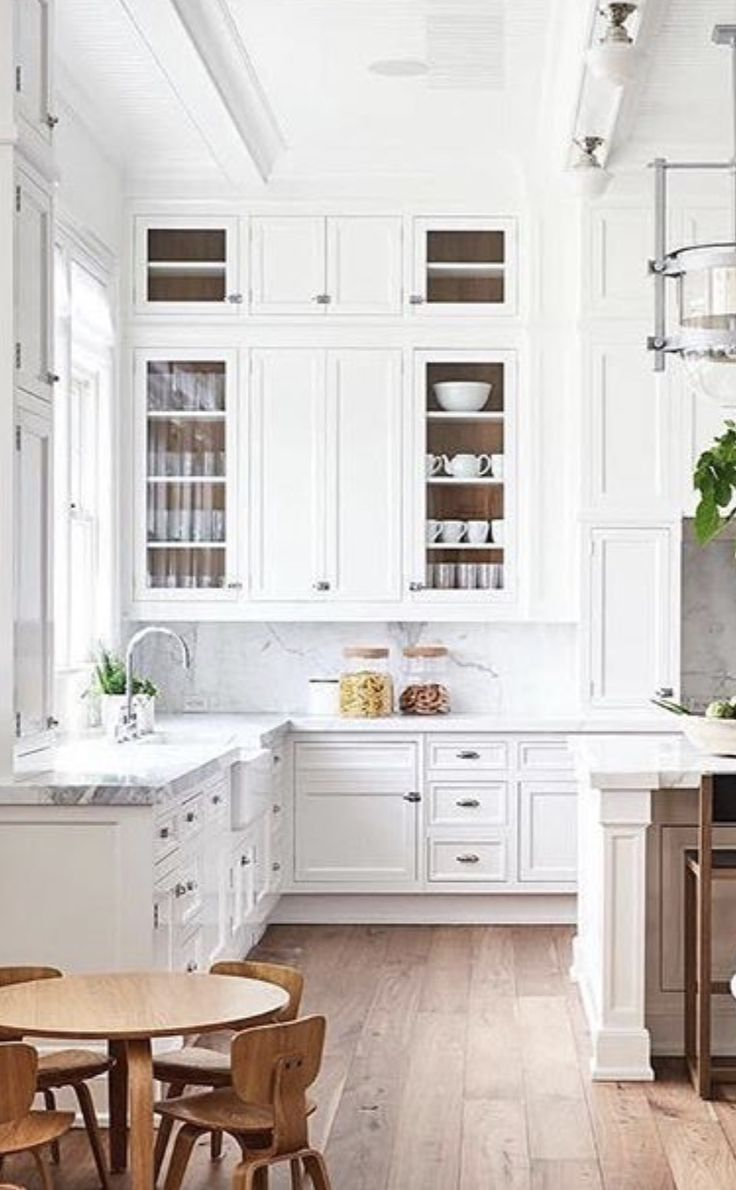 Gorgeous White Kitchen With Super High Ceiling And Cabinets Built Up To The Top Modern Kitchen Cabinet Design Classic White Kitchen Farmhouse Kitchen Design