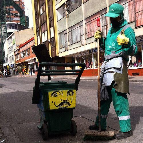 Herramientas de combate Para trabajos sucios.  https://m.youtube.com/watch?v=qBn7MxhZ6sY  #stencil #lesivo #bogotastreetart #trabajo #aseo