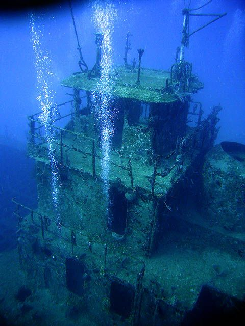 I have seen this and swam through it! www.flowcheck.es  Taller de equipos de buceo #buceo #scuba #dive