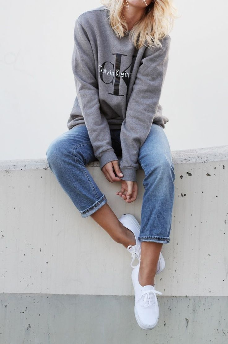 90s inspired look with straight-cut jeans and Calvin Klein pullover sweatshirt.
