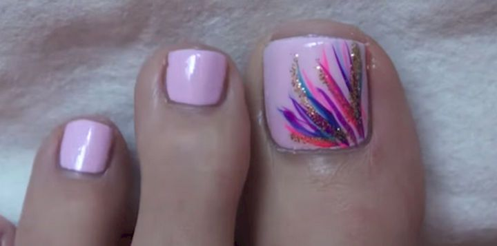 13 Pedicure Designs - Less is more with this beautiful design.