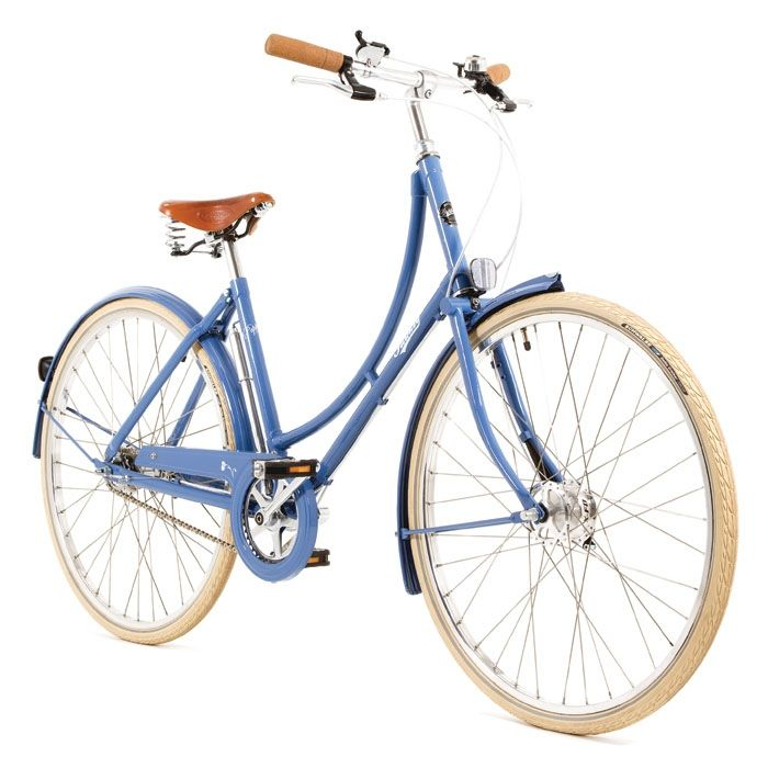 A newer Pashley. The Poppy in pastel blue.  I only wish it had the more traditional sweeping handle bars, and of course I'd add a basket on the front. But wouldn't I look cute cruising the beach on this?? Yes I would!