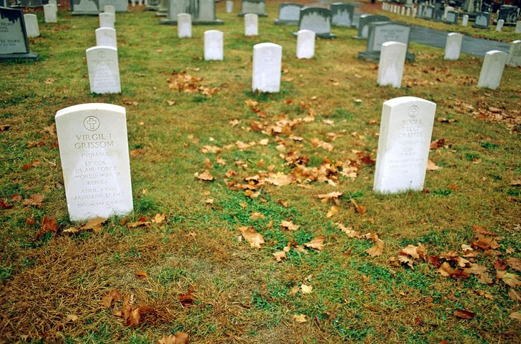"""Gravestones of Virgil """"Gus"""" Grissom and Roger Chaffee, as seen at Arlington National Cemetery. (J.L. Pickering/Retro Space Images)"""