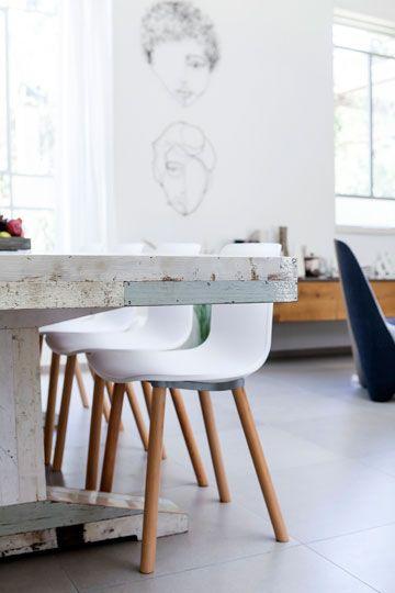 Xnet - . שולחן אוכל הביטאט, כיסאות: נטורה. אשה תחת גפנה: בית בנחלה בשרון