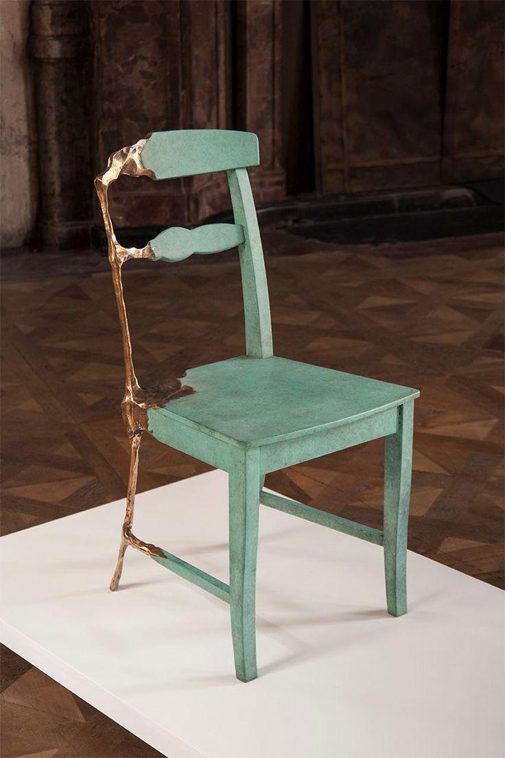 """Frank Tjepkema, diseñador y fundador deTjep, vuelve a recuperar las técnicas más tradicionales alcrear su línea de muebles """"Bronze Age"""" para distanciarse todo lo posible dela tendencia actualde..."""
