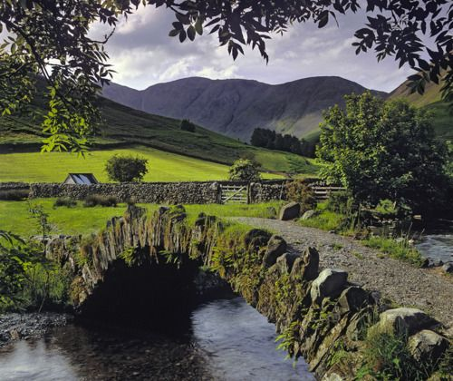 bluepueblo:      Stone Bridge, Lake District, England  photo by IanCameron