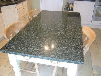 Penggunaan Granite Table Top Populer . Granite table top adalah salah satu cara penggunaan granit untuk lapisan permukaan meja horizontal seperti meja dapur, meja kantor, atau meja makan. Permukaan meja yang dilapisi granit tentu akan memberikan kesan mewah dan elegan. Maka tidak sedikit orang yang mengaplikasikan batuan granite untuk meja, baik di rumah atau di kantor. . .