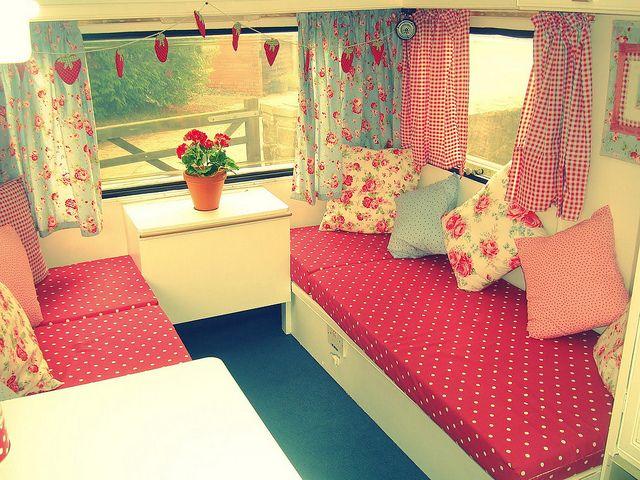 gorgeous shabby chic caravan! I found these pics while searching for inspiration on how to decorate our caravan in the Shabby Chic style. :o)