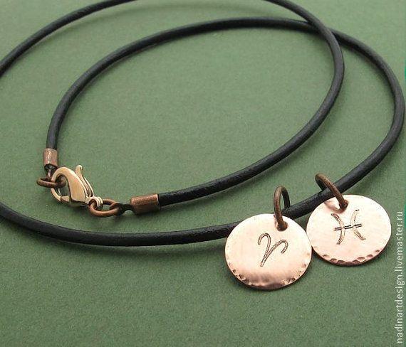 """Ожерелье с подвесками """"Знаки зодиака"""". Кожаный шнур с двумя дисками -"""