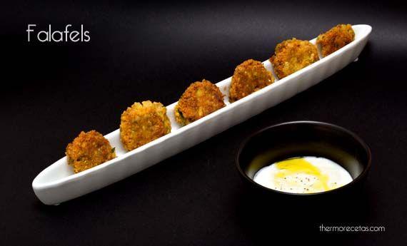 Falafel: albóndigas vegetales con salsa de yogur