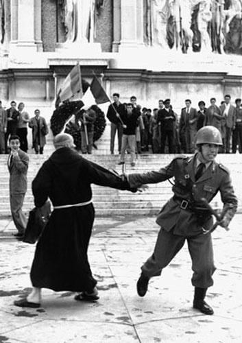Manifestazione contro l'invasione sovietica dell'Ungheria.  Roma 1956