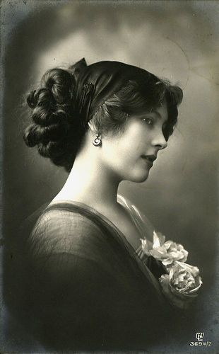 "Unidentified Edwardian lady.  Can you imagine how difficult it would be to do this ""do"" with no electricity?!  So beautiful!"