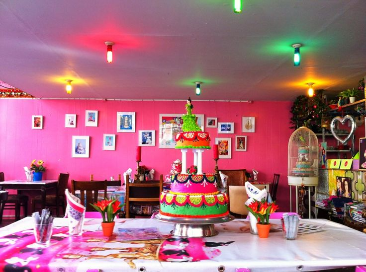 Just a fun place to eat cake and celebrate something (life?)! Quite hysterical interior! :)
