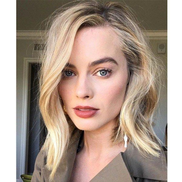 Margot Robbie S Golden Blonde Shadow Root Margot Robbie Makeup