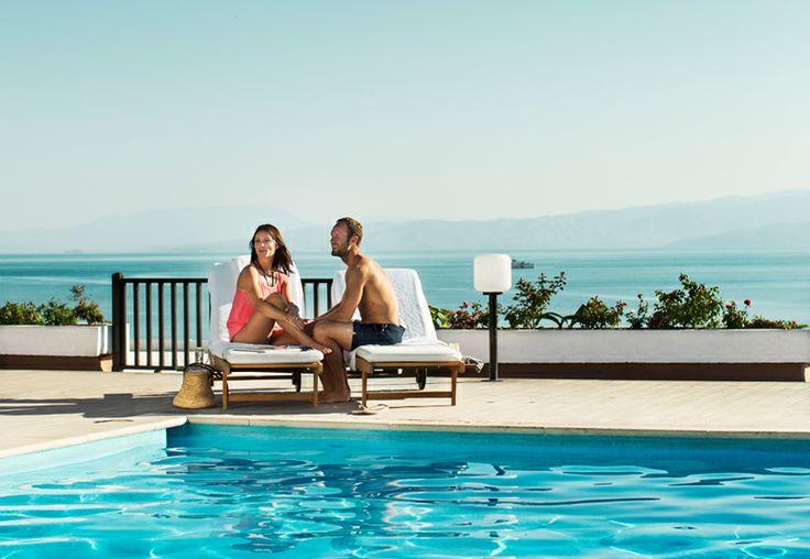 """Valitsimme Exclusive-hotellit periaatteella """"vain paras on riittävän hyvä"""".  Apollomatkojen ylelliset, vähintään 5 tähden luksushotellit sijaitsevat upeissa lomakohteissa.  Upeasti suunnitelluissa hotelleissa kiinnitetään huomioita palveluun ja laatuun. Kaikki Exclusive-hotellit ovat ainutlaatuisia. Valikoimassamme on pieniä luksushotelleja sekä suuria, ylellisiä hotelleja, joissa on tarjolla kaikki mahdolliset palvelut. www.apollomatkat.fi"""