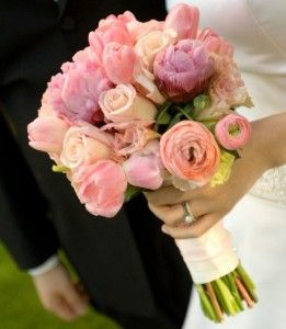 The ranunculus wedding flower is quite similar to the classic rose, to the anemones, the peony or to the amaryllis, because they all have ruffled delicate breezy petals that can make a bridal bouquet look incredibly refined, chic and adorable for any type of bride.