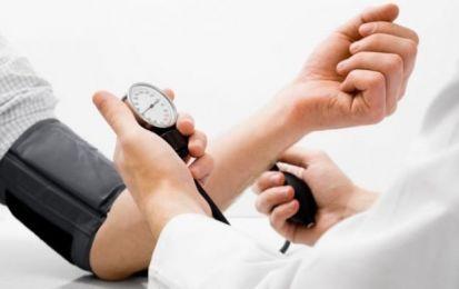 Pressione bassa: sintomi, rimedi e cosa mangiare - La pressione bassa è un disturbo che colpisce molte donne, con capogiri e svenimenti: ecco tutti i sintomi, i rimedi e i consigli utili su cosa mangiare.