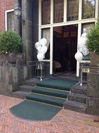 Afbeeldingsresultaat voor ballonnen decoratie lint pilaar