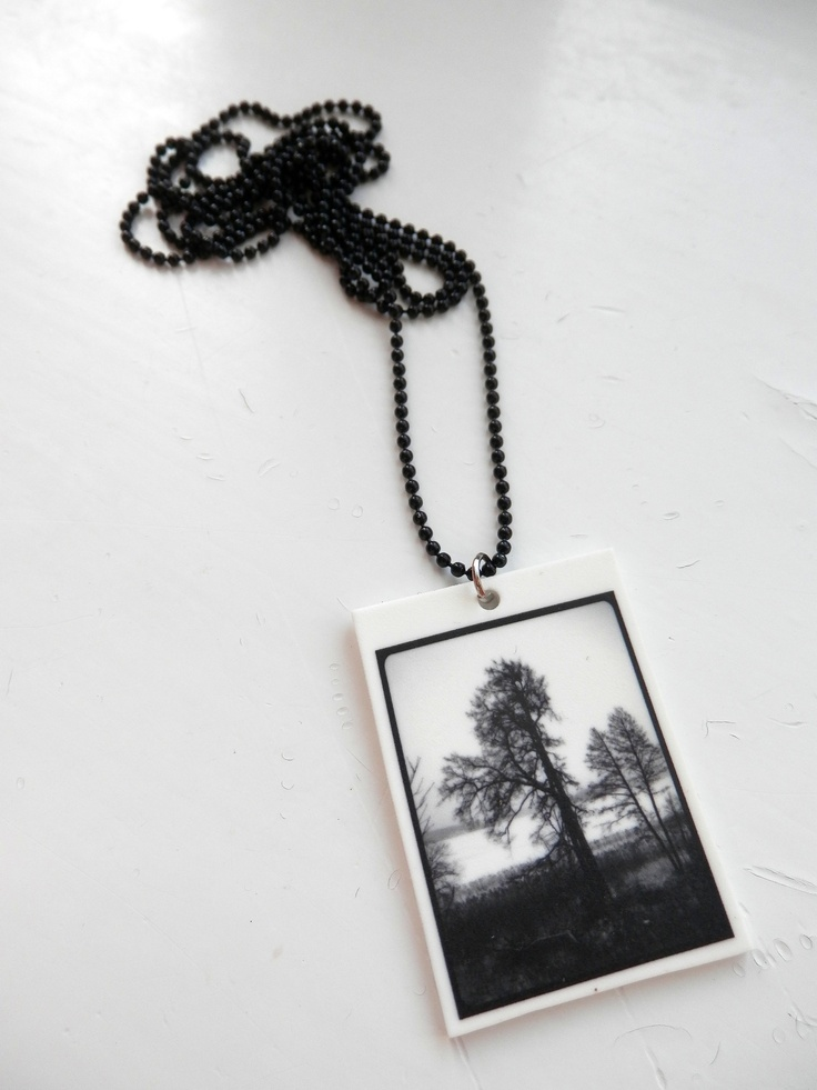 Black and White -necklace. Visit:  www.retroke.blogspot.com www.taitomaa.fi/shop/retroke
