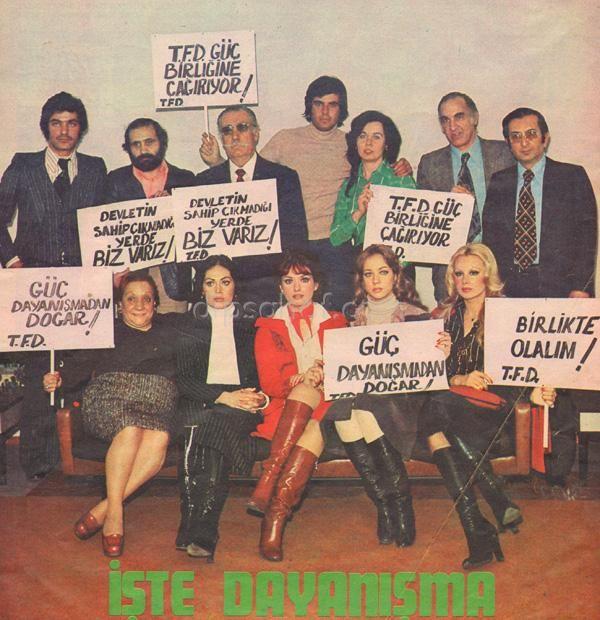 """Yeşilçam'dan dayanışma çağrısı….1976 --------------------- Yeşilçam'ın set işçisi ,oyuncusu,kameramanı,yönetmeni ve yapımcısını bir çatı altında toplamayı hedefleyen Türk Filmciler Derneğinin İstanbul Saray sinemasındaki """"güçbirliği"""" toplantısına 1500 kişi katılmış. Toplantının ana başlıkları ,sosyal-sendikal haklar ,sansür,örgütlenme olmuş."""