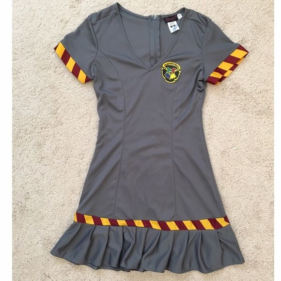 Harry Potter costume with collared cape Harry Potter dress and collared cape. Zips up in the back, and the cape has its own Velcro attachment near the tie. Perfect for dressing up for universal studios or just for Halloween! Size: S in juniors, however, it may fit an XS better. Other