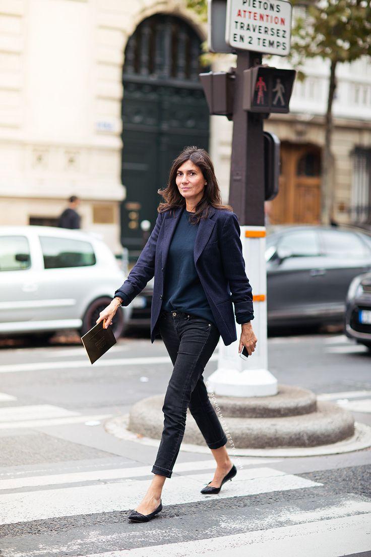 Blue black monochromatic outfit, blazer and jeans, Emmanuelle Alt - Stockholm Streetstyle  www.everydaychic.nl