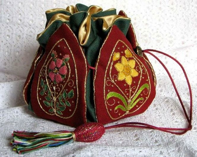 Lovely heart tricks: Handbag for needlework in Elizabethan style