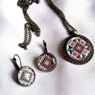 Set #cadou #motive #traditionale romanesti, set cadou #femei #colier cu #pandantiv si #cercei. Set of #traditional #Romanian #motives, #gift set #women #necklace with #pendant and #earrings. #루마니아어 #전통적인 #모티프 #선물 세트, #선물 세트 여성 #펜던트와 #귀걸이 목걸이. https://handmade.luxdesign28.ro/produs/set-cadou-motive-traditionale-set-cadou-femei-colier-cu-pandantiv-si-cercei-28724/