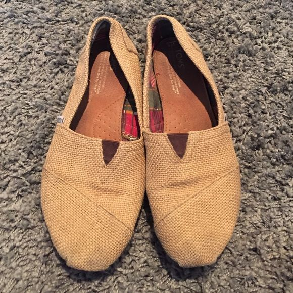 Burlap Toms Hard to find burlap Tom's. No holes or tears. Make me an offer TOMS Shoes