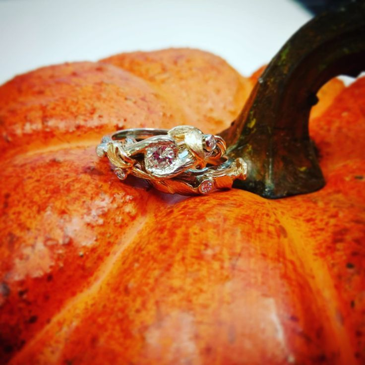 Happy Thanksgiving weekend everyone! #pumpkin #thanksgiving #2017 #customdesign #talindesign #bobthompsonjewellers #being #creativeminds #fall #inspiration #leaves #mixedmetals #stunning #unique #engagment #set
