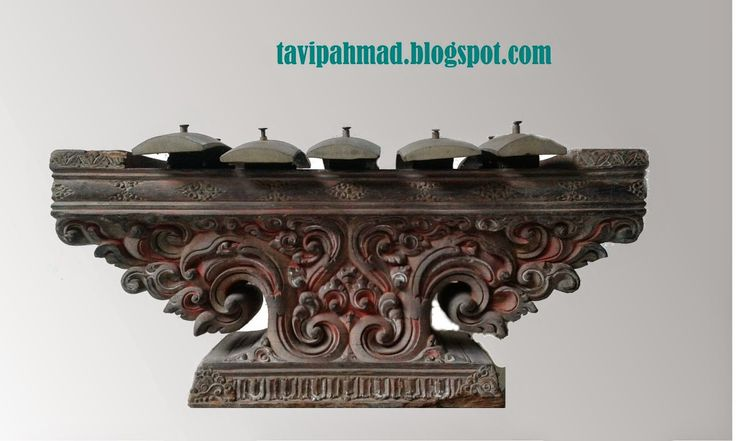 gamelan or Selonding derived from Tenganan Bali, very rare and antique suitable for collectors