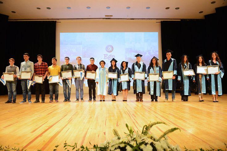 2015 - 2016 Eğitim - Öğretim Yılında, Ege Üniversitesi'ni yüksek puanla kazanan öğrenciler ödüllendirildi.