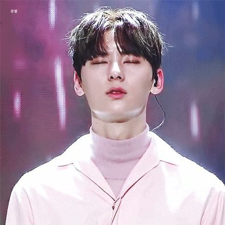 """""""You stole my heart, but i'll let you keep it"""" ♡WannaOne♡minhyun"""