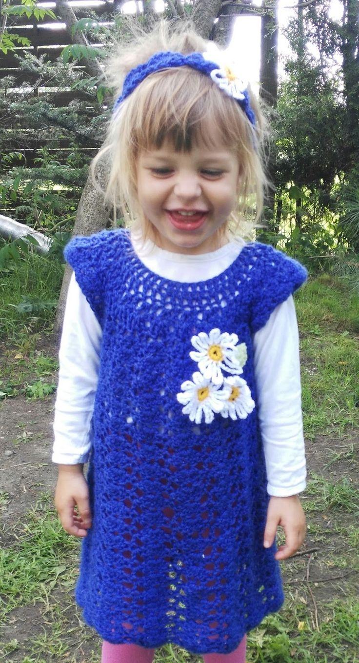 Ażurowa sukienka ze stokrotkami