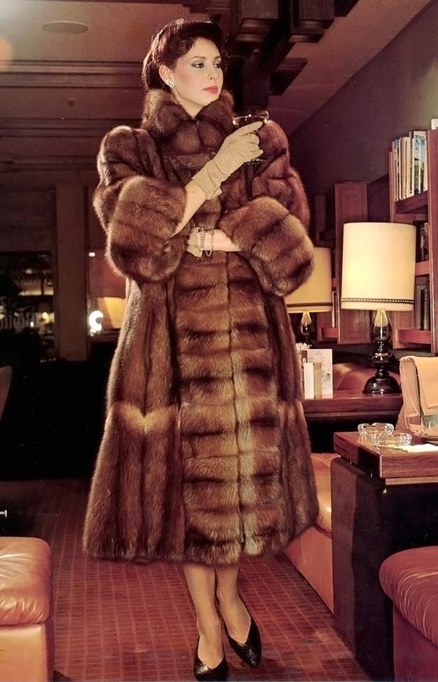 Pin Von Bunnie Phurre Auf Furs Anziehsachen Pelzmantel Schone Frauen