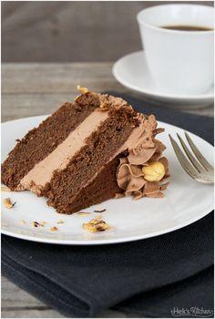 Der beste Vater von allen hatte Geburtstag und, wie es bei Vätern oft der Fall zu sein scheint, er steht auf Schokoladenkuchen. Dunklen, saftigen, schokoladigsten Schokoladenkuchen. Soll er haben, ...