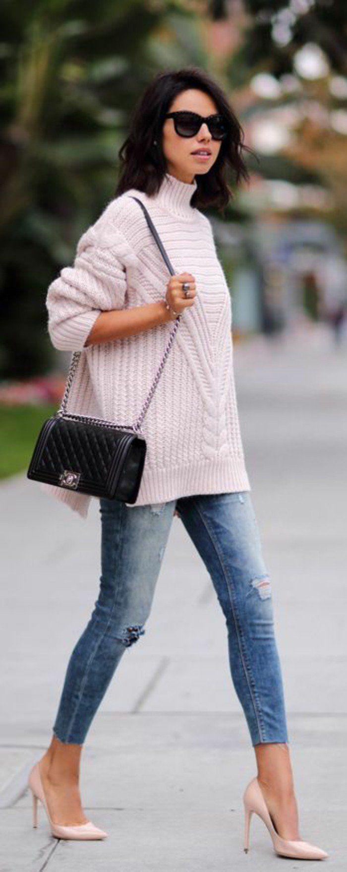 tenue élégante, mode de la rue, pull en laine rose pâle