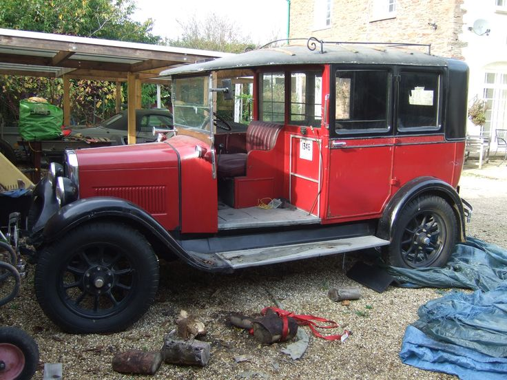 Currently owned by Bob Seabourne of Bridgwater, Somerset - 1932 Austin 12/4 High Lot Taxi  rare saloon version Reg. no. VU 8765. This cab was in use in Manchester not London but is a rare saloon body example. Note the domed roof shape.