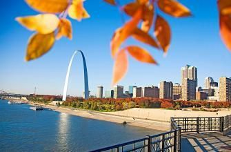 Fall in St. Louis, Missouri, is perfect for hopscotching between the city's historic green (and red and gold) spaces. Details: http://www.midwestliving.com/travel/missouri/st-louis/fall-getaway-to-st-louis/