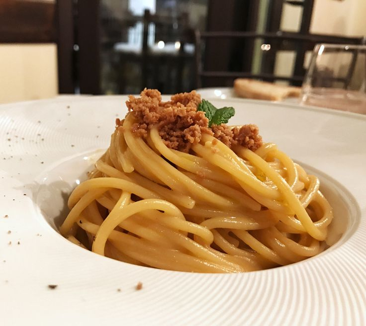 Espaguete com ouriço do mar e botarga da Osteria RossoDivino, em Taormina: de chorar no colo de Poseidon de tão bom