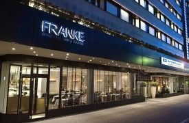 Dining at Wyndham Berlin Excelsior Hotel A spacious hotel lobby, a hotel bar and restaurant care for the physical well-being of our international guests. FRANKE Brasserie - This restaurant provides everything for a comprehensive breakfast.